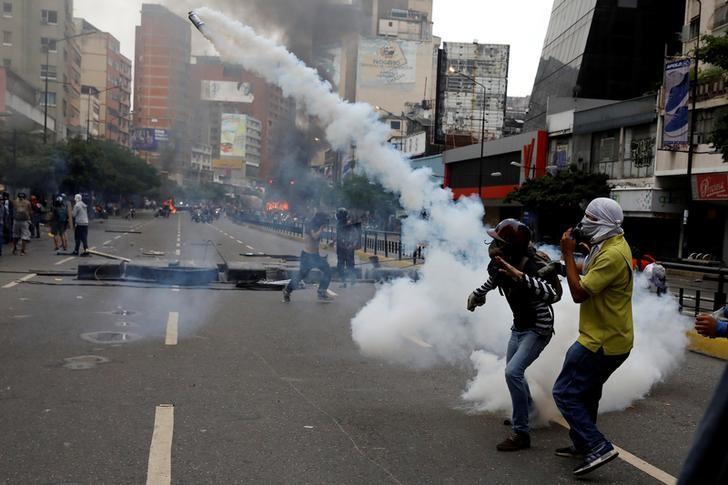 Violence Consumes Venezuelan Capital, Teenage Protester Killed