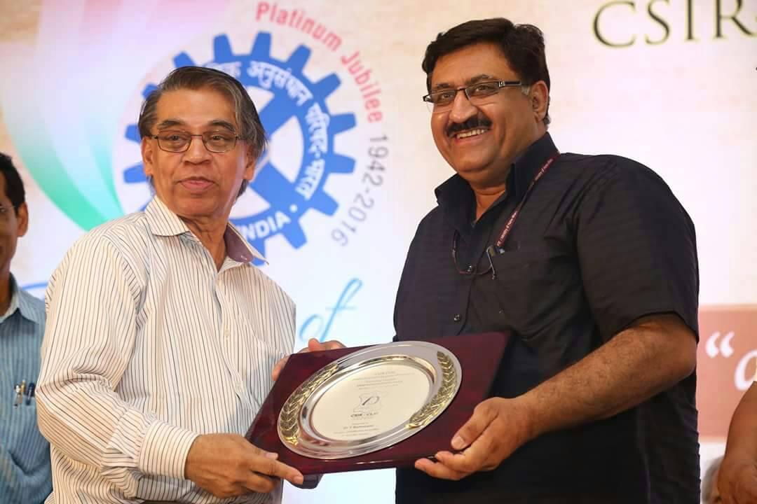 Girish Sahni (right), the director-general of CSIR. Credit: @CSIR_IND/Twitter