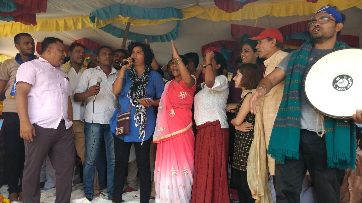 Laxmiben (centre, pink sari) on stage with cultural organisations National Peace Group and Kabir Kala Manch on July 18 at Dhanera on the last day of the Azadi Kooch march. Credit: