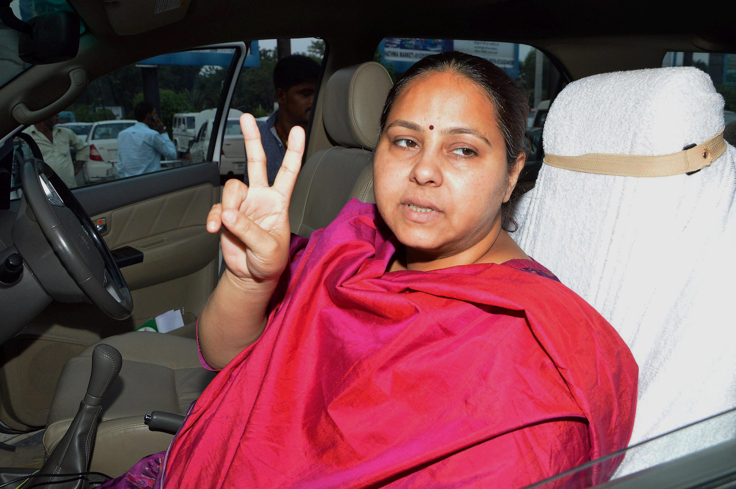 ED Raids Lalu's Daughter Misa Bharti's Farmhouses in Delhi