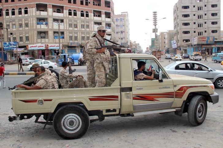 Yemeni Army soldiers patrol a street in Mansoura District, in the port city of Aden, Yemen March 30, 2016. Credit: Reuters/Fawaz Salman