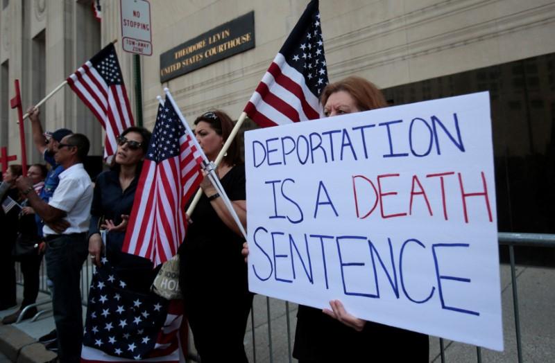 US Judge Halts Immediate Deportation of 200 Iraqis