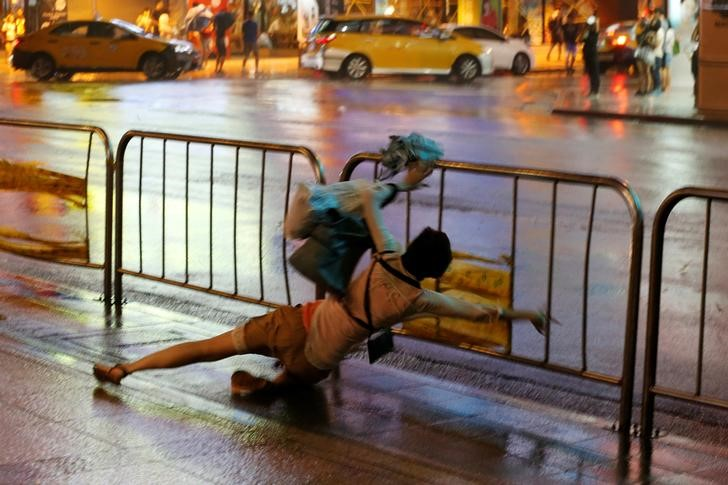 Typhoon Shuts Down Taiwanese Capital, Injures Over 80