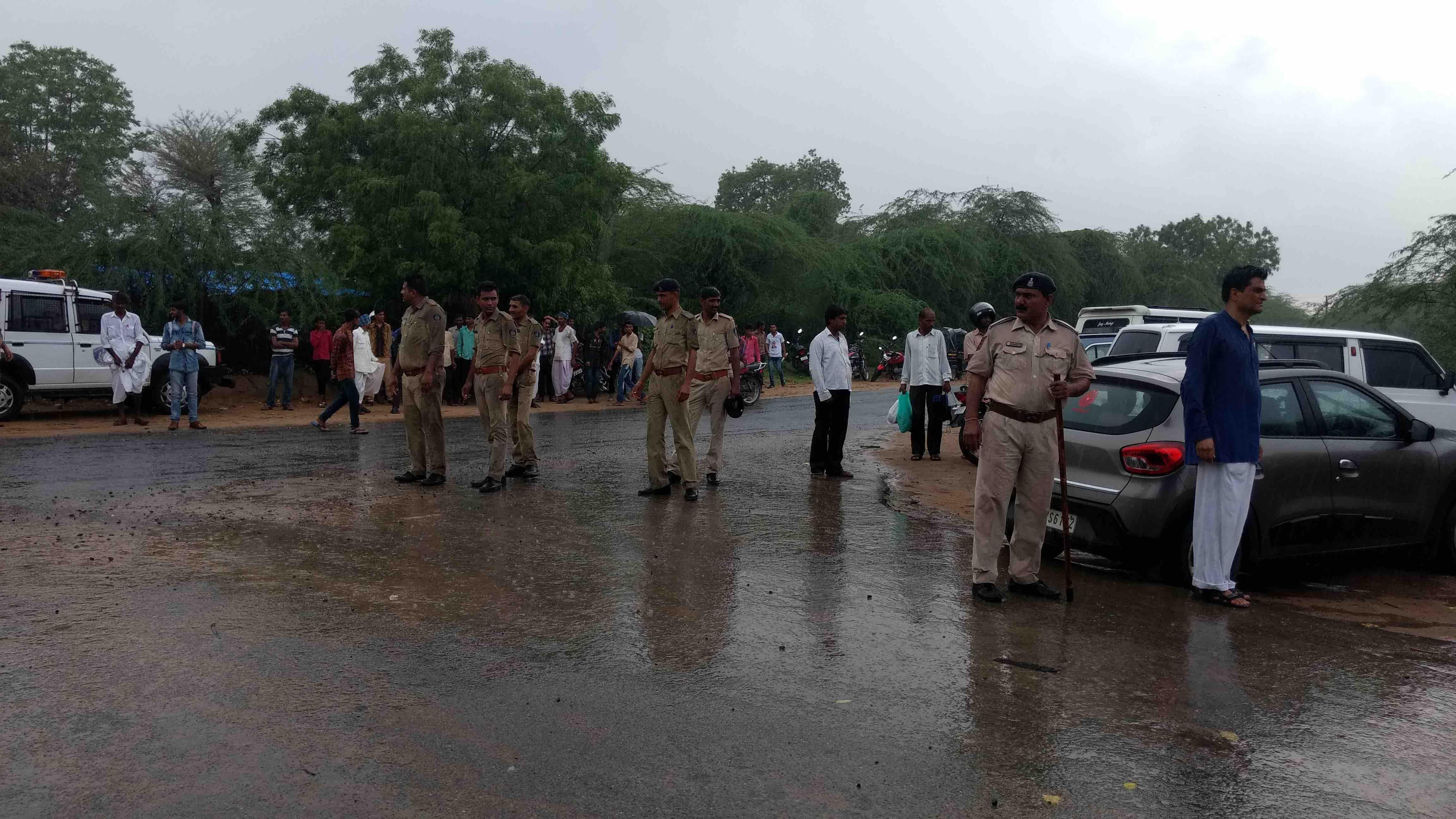Heavy police deployment at Lavara village. Credit: Damayantee Dhar
