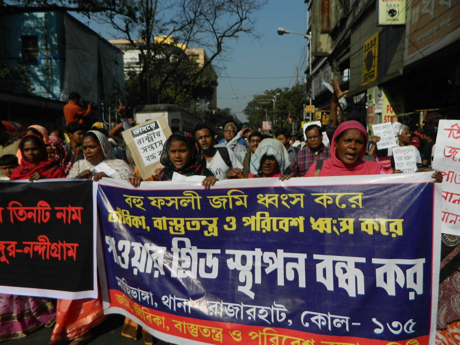 Residents of villages of Bhangar protesting against the upcoming power substation on their agricultural land on January 30, 2017 in Kolkata. Credit: Suchitra M.