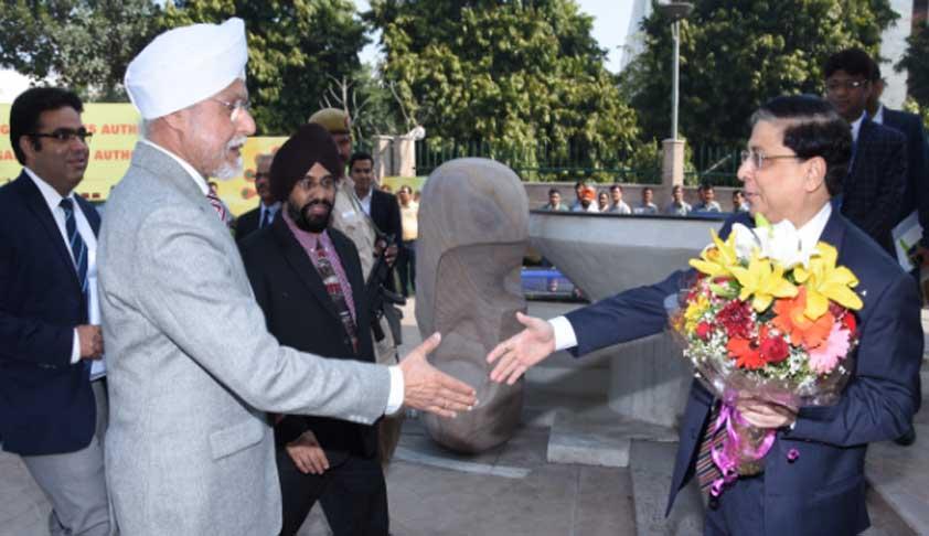 File photo of CJI J.S. Khehar and his designated successor, Justice Dipak Misra. Credit: Livelaw.in