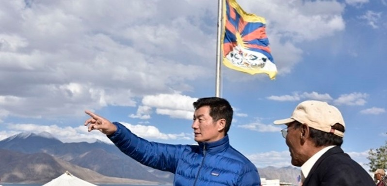 Exiled Tibetan Leader's Photo Op With Flag at Pangong Tso Adds Tibet Card to India-China Border Mix