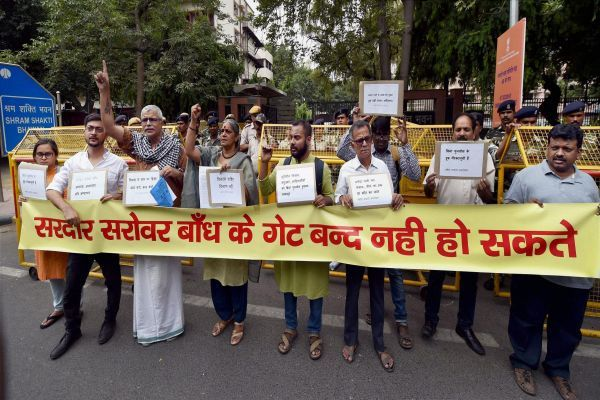 Activists from the Narmada Bachao Andolan protesting against the Sardar Sarovar project and the displacement it caused. Credit: PTI/Files