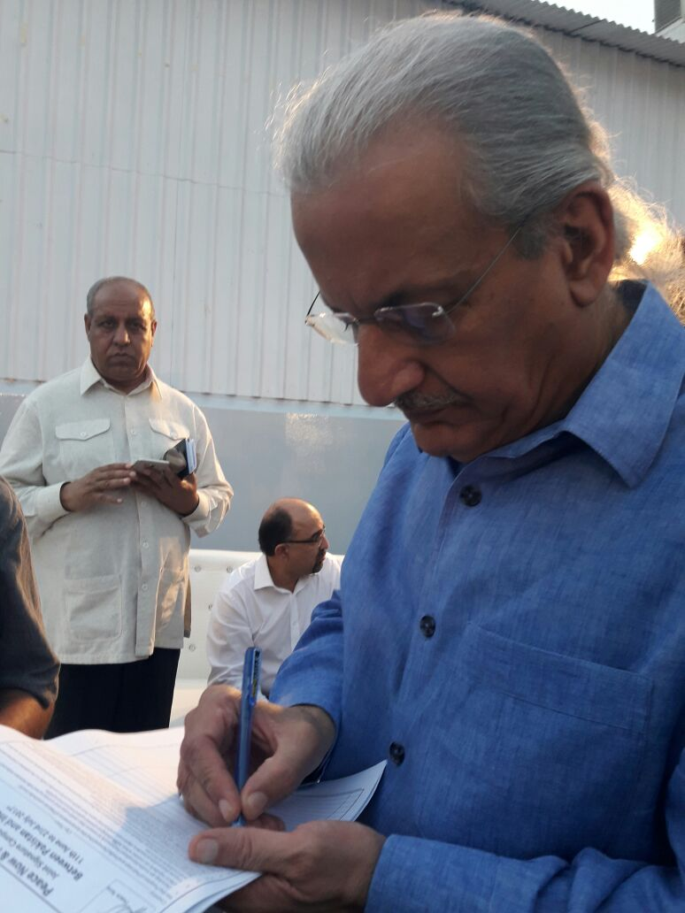 Senator Raza Rabbani endorsing the signature campaign. Photos courtesy: Aabida Ali