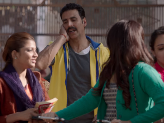 A still from the song Hans Mat Pagli of Toilet: Ek Prem Katha. Credit: YouTube