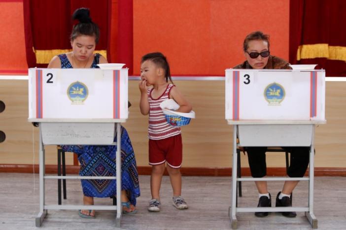 Mongolians Vote for New President Despite Apathy