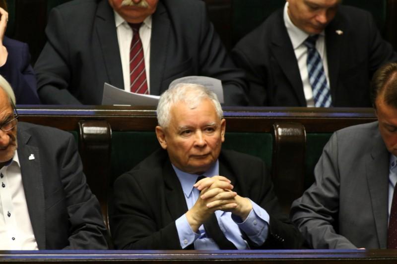 EU Warns Poland, Demands End to Tightening Govt Control