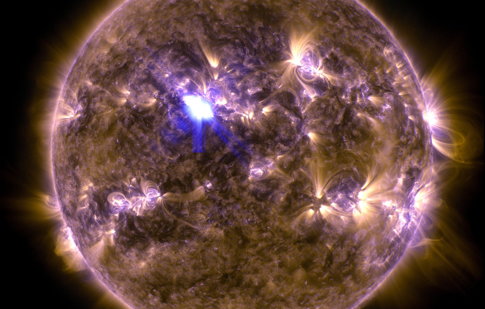 The Sun lets loose a solar flare of magnitude M6.5 on April 11, 2013. Scientists have implicated intense magnetic fields in the production of such flares. Credit: gsfc/Flickr, CC BY 2.0