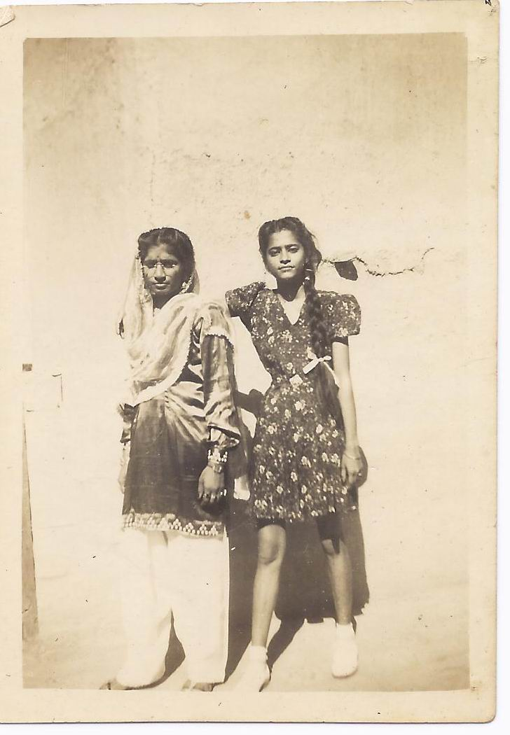 Savitri Badlani and Koshalya Bijlani in Larkana, Sindh, in 1946