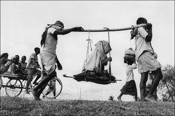People crossing borders during Partition. Credit: Wikimedia Commons