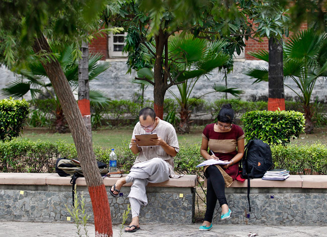 Students at the Delhi University campus. Credit: Reuters