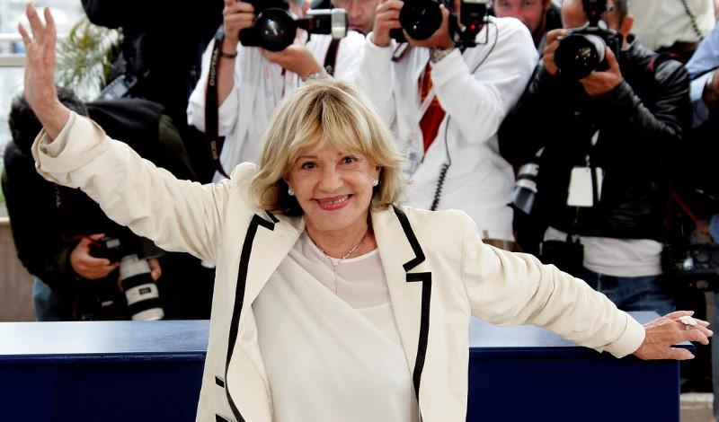 Actress Jeanne Moreau waves during a photocall for French director Ozon's film <em>Le Temps Qui Reste</em> at the 58th Cannes Film Festival, in Cannes, France, May 16, 2005. Credit: Reuters/John Schults/File Photo