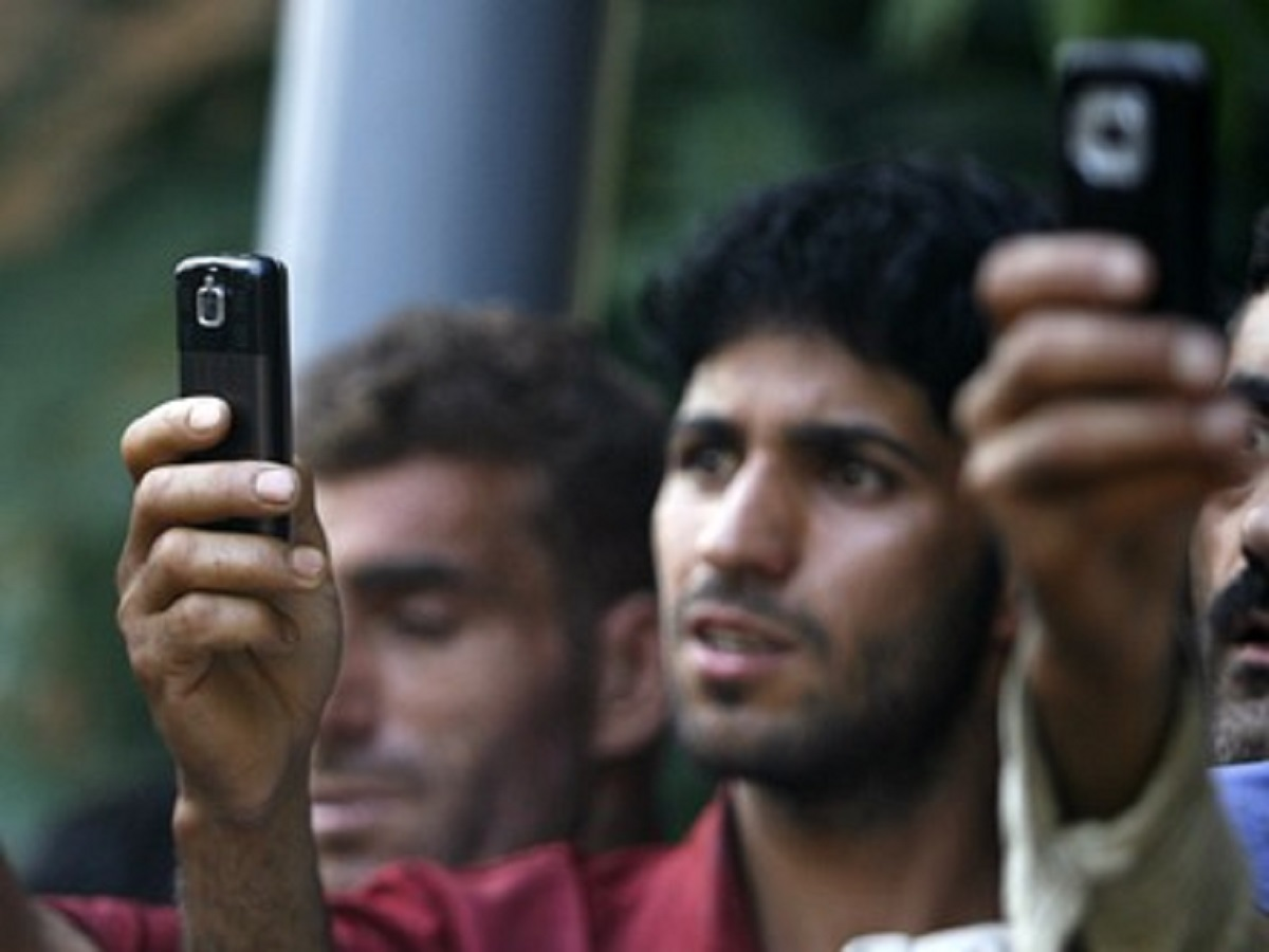 Prepaid mobile phone services restored in Jammu & Kashmir