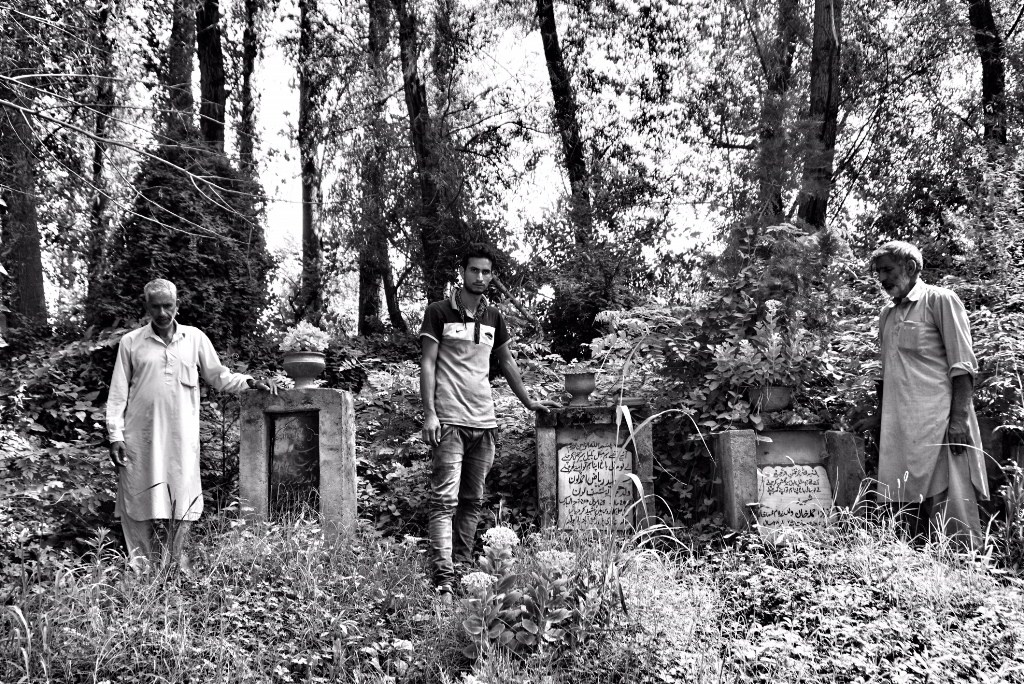 Families visit the graves of the Machil fake encounter victims. Credit: Shome Basu/The Wire