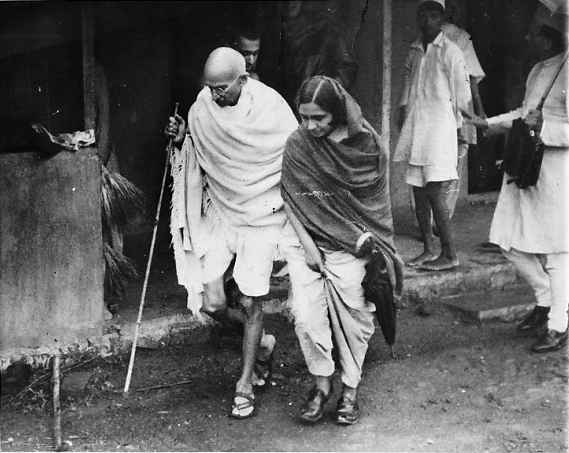 Mahatma Gandhi with a Congress worker. Credit: Wikimedia Commons