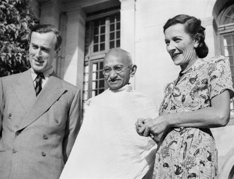 The Mountbattens with Mahatma Gandhi. Credit: Wikimedia Commons