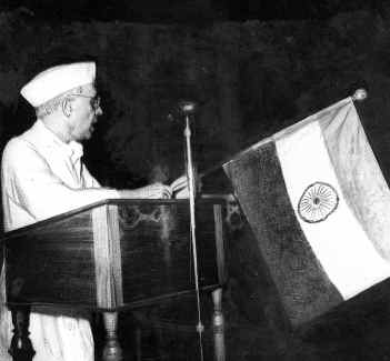 Jawaharlal Nehru delivering 'Tryst with Destiny' midnight speech. Credit: Wikimedia Commons