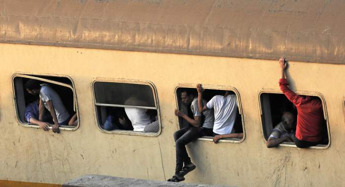 Egyptian Train Crews Held After Fatal Alexandria Crash As Railway Chief Quits
