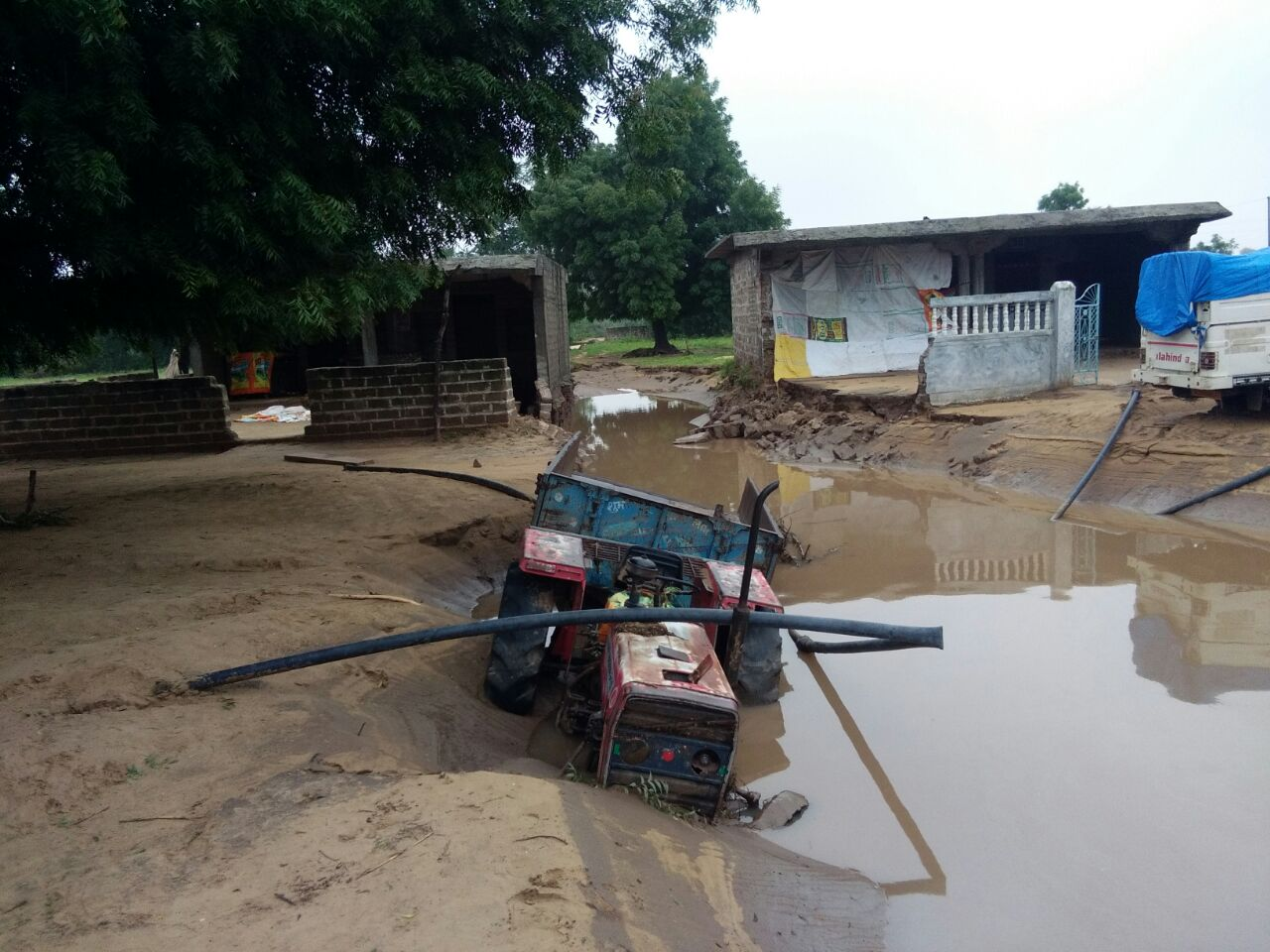 Loss post flood: A tractor bought by a farmer on loan is damaged in the village Thara. Credit: Damayantee Dhar/ The Wire