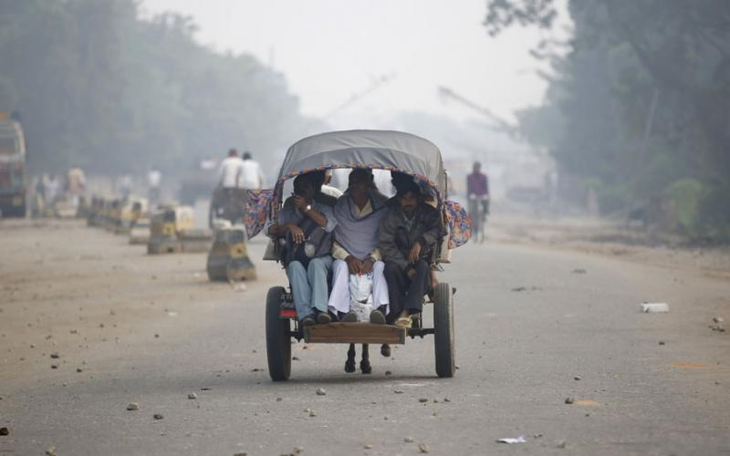 Passengers ride on a cart as they arrive from India, at the Nepalese-Indian border during a general strike called by Madhesi protesters demonstrating against the new constitution in Birgunj, Nepal November 5, 2015. Credit: Reuters