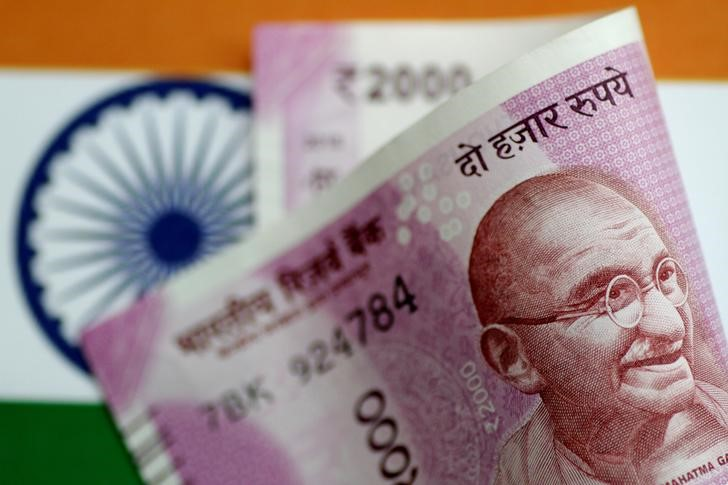 Centre Considers Extra Spending of Rs 500 Billion to Halt Economic Slowdown