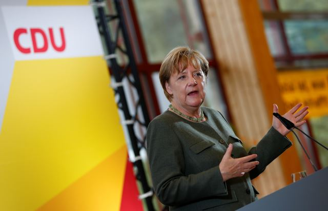 Merkel Asks Hungary to Implement Court Ruling on Refugee Distribution