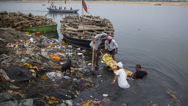 Work on cleaning the Ganga had gained some momentum over the last ten months with contracts for sewage treatment plants (STPs) worth Rs 2,100 crore having been made under the performance-linked-to-payment model. Credit: Reuters