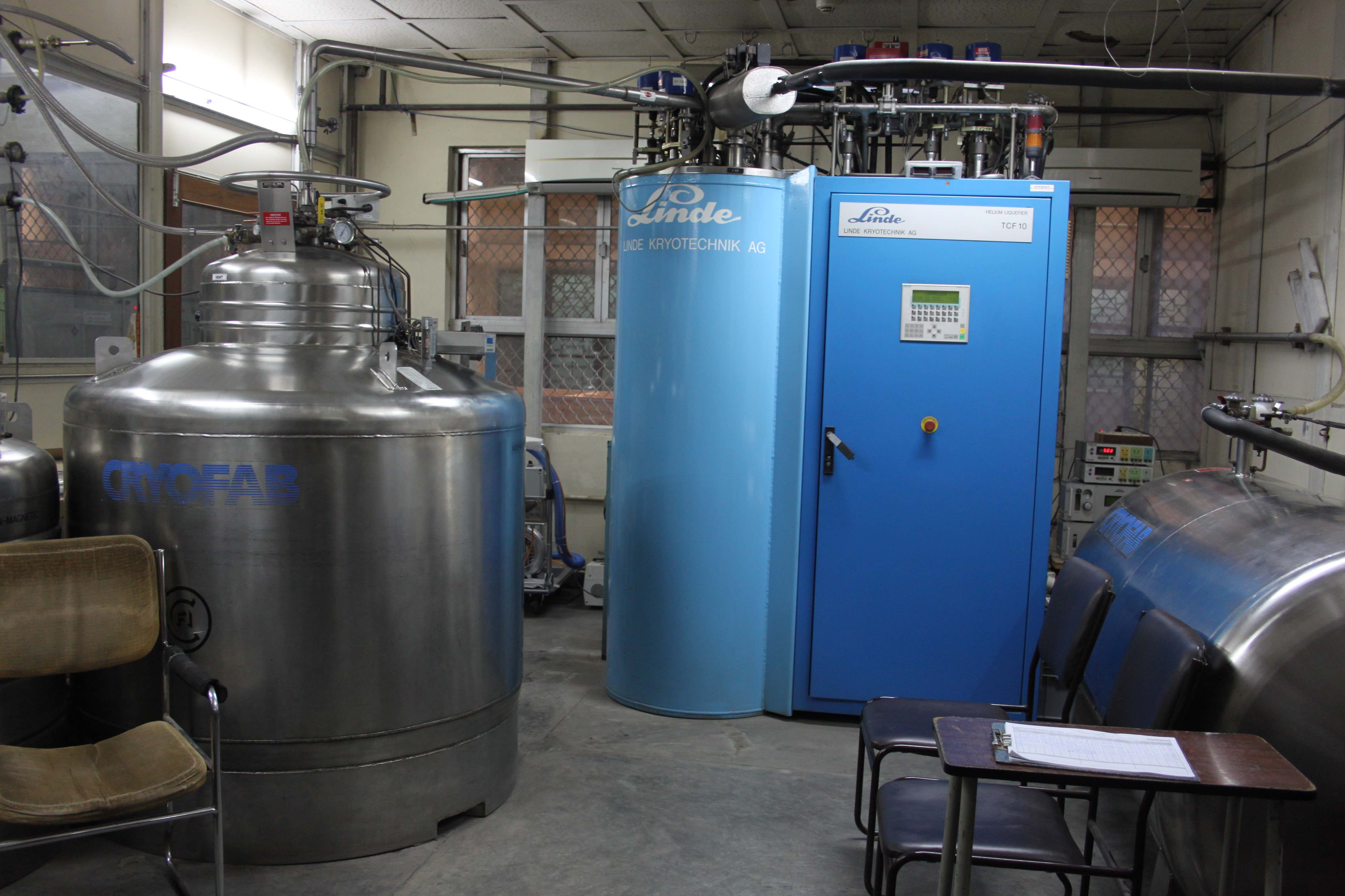 A Heliem liquifier and Cryostat. Credit: TLoS