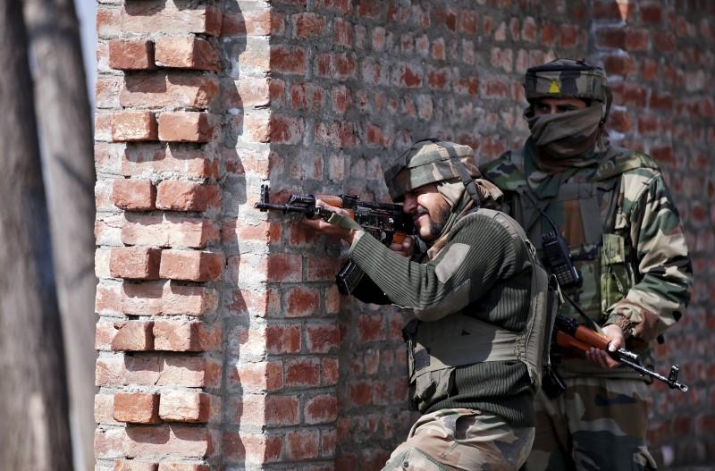 Indian army soldiers take their positions near the site of a gun battle between Indian security forces and militants on the outskirts of Srinagar February 21, 2016. Credit: Reuters/Danish Ismail