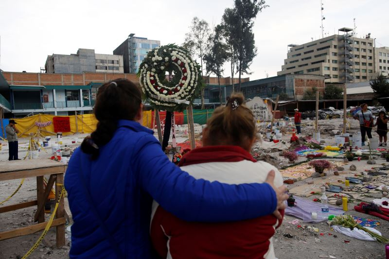 As Death Toll Touches 320, Mexicans Turn to Church