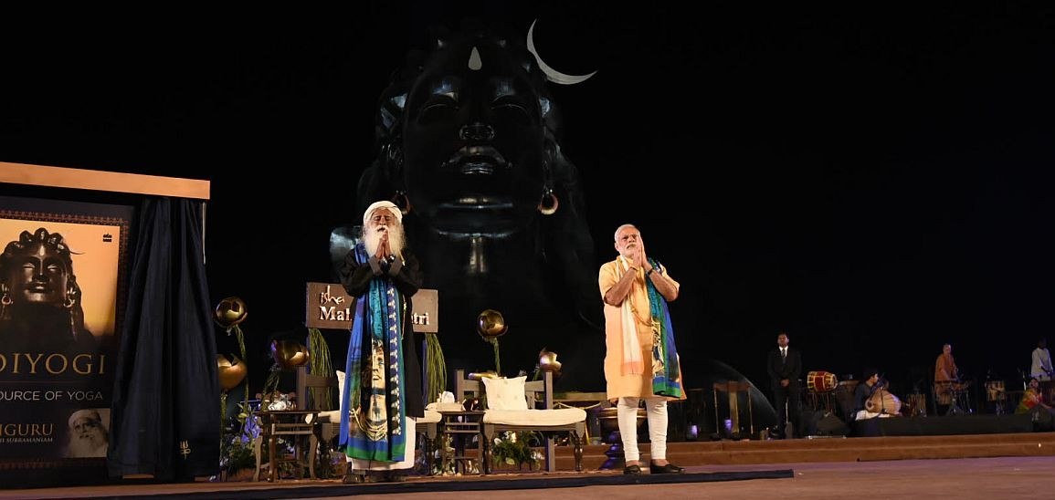 Prime Minister Narendra Modi and Jaggi Vasudev unveiling the Shiva statue at the ashram. Credit: narendramodi.in