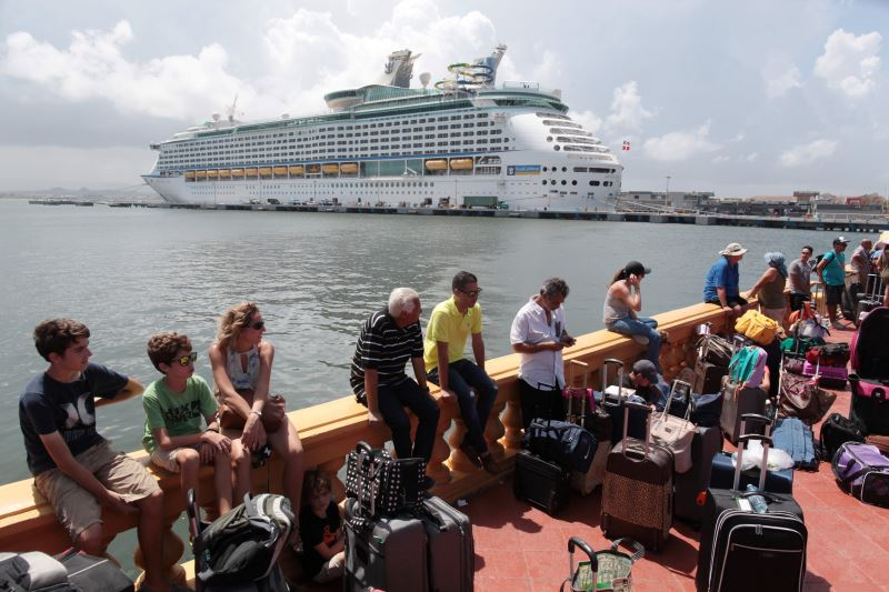US Cruise Ship Ferries Puerto Rico Evacuees, Many Doubt They'll Return
