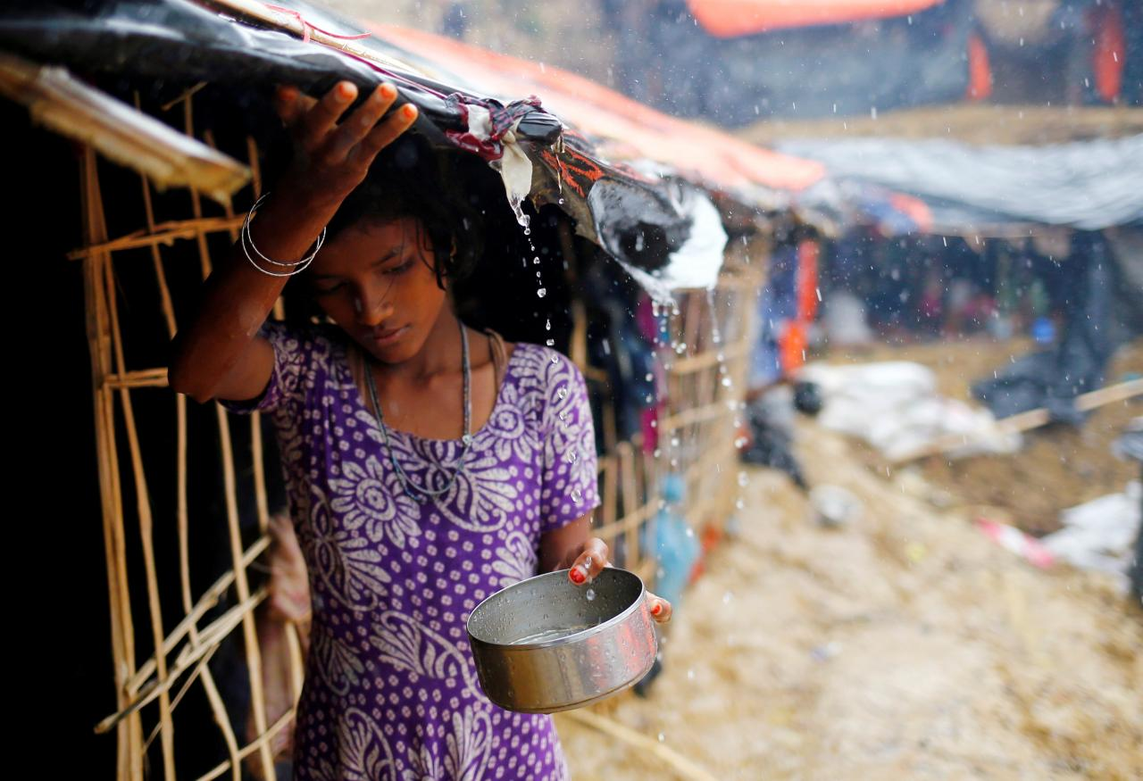 A Rohingya refugee girl collects rain water at a makeshift camp in Cox's Bazar, Bangladesh, September 17, 2017. Credit: Reuters/Mohammad Ponir Hossain