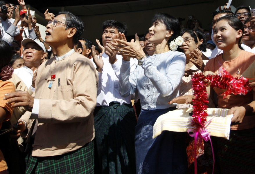 Tin Oo and Aung San Suu Kyi at the opening of the NLD's headquarters in Yangon in 2012. Credit: Reuters