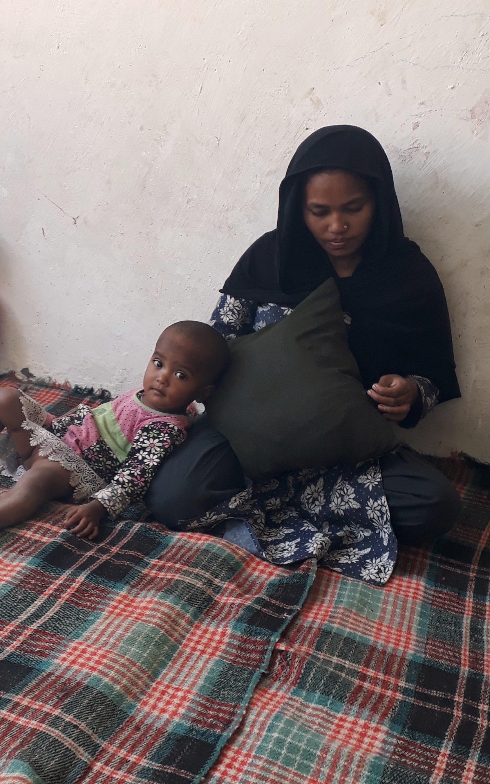 Yasmeena and her youngest daughter in their room. Credit: Mudasir Ahmed