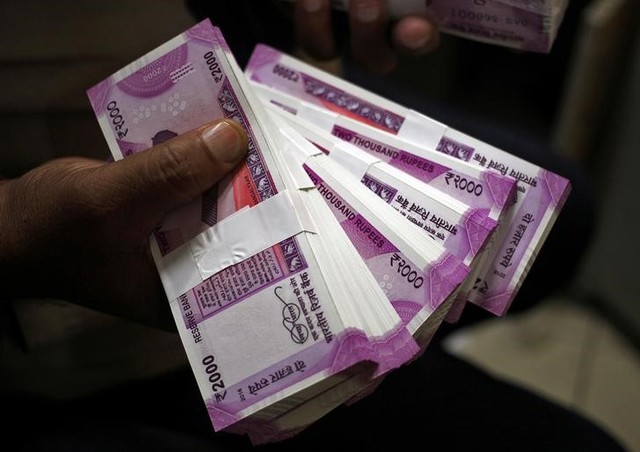 Rupee Crashes to Six-Month Low on Growth Worries
