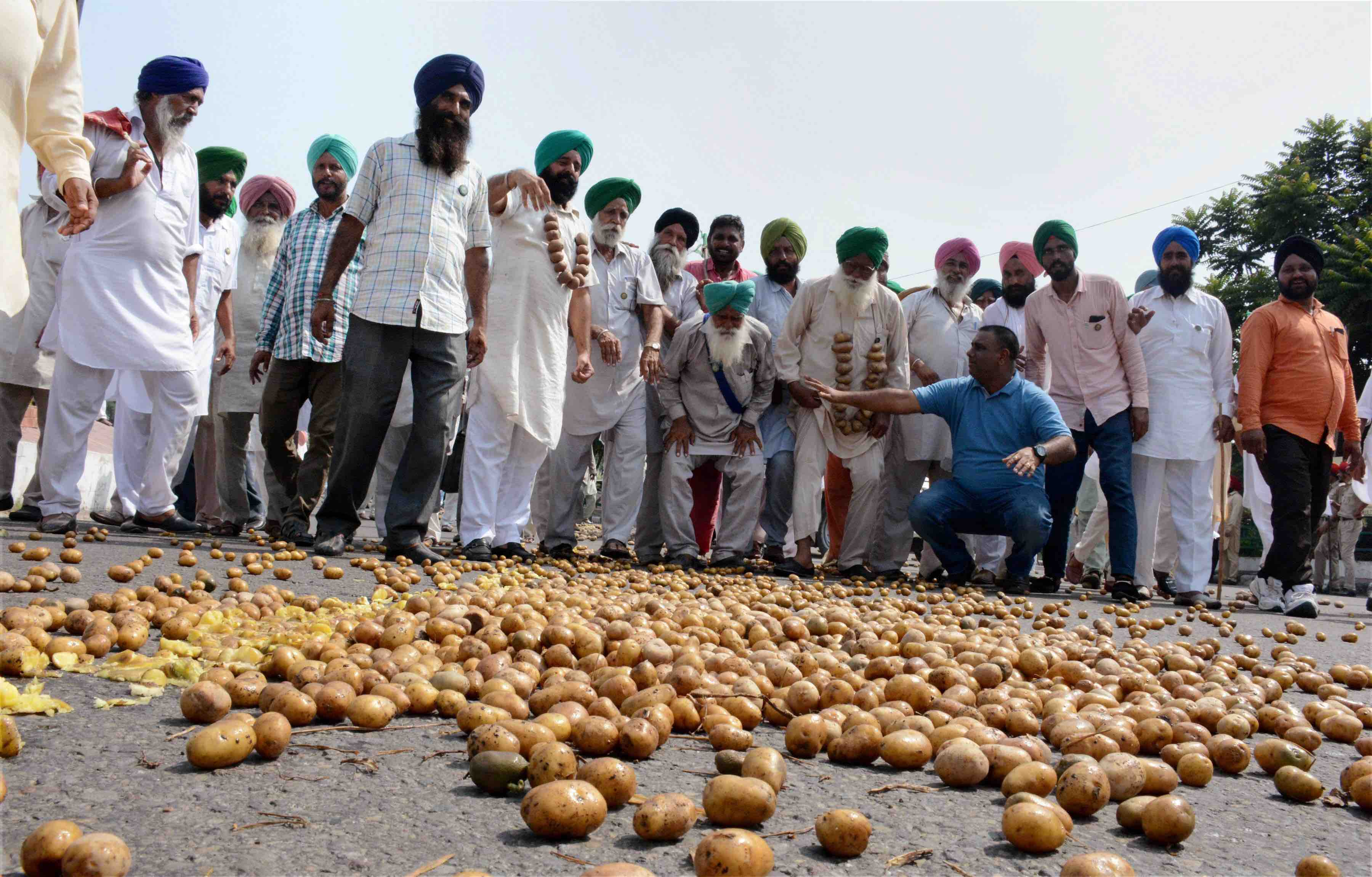 Farmers in Chhattisgarh, Punjab Allege 'Anti-Democratic' Police Crackdown on Protests