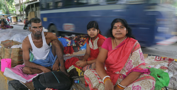 Bankrupt, Poorly Educated Cancer Patients Forced to Live on Street Outside Mumbai Hospital