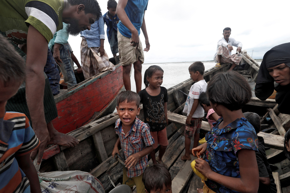 Rohingya refugees wait to be transported to Cox's Bazar after their arrival, Bangladesh September 18, 2017. Credit: Reuters