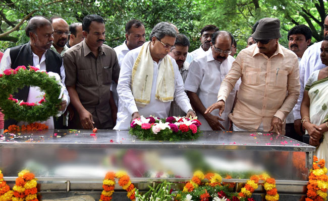 Chief minister Siddaramaiah at Gauri Lankesh's funeral. Credit: PTI