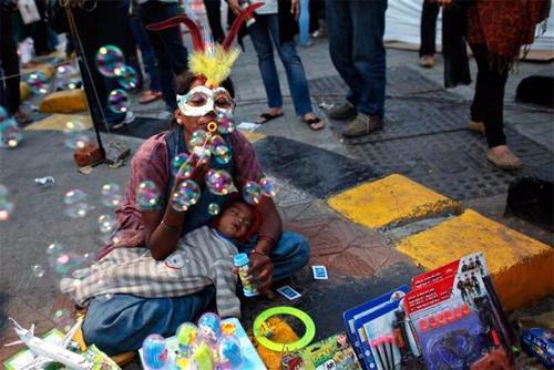 A street vendor in Mumbai. Credit: Reuters