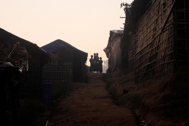 Desperate for News, Rohingya Refugees Tune in to 'WhatsApp Radio'