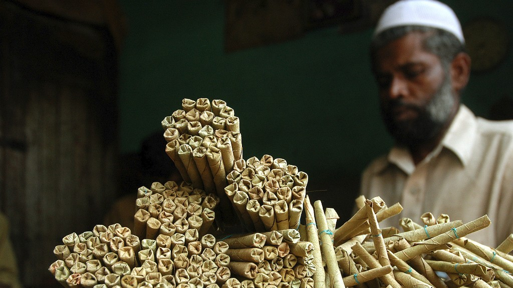 Bidi rollers are among the millions of home-based workers in India. Credit: Reuters