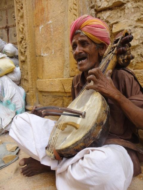 Dapu Khan performing at the Jaisalmer Fort