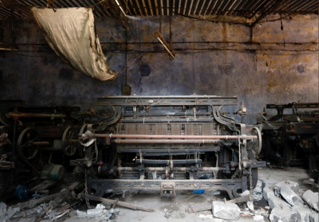 A power loom machine is seen inside a closed-down factory in an industrial area on the outskirts of Mumbai, India, October 5, 2017. Picture taken October 5, 2017. REUTERS/Danish Siddiqui